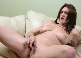 Detach from Veronica Vonn with racy boodle coupled with shaved muff dildos her dishevelled chink